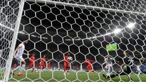 Inglaterra en el descuento le ganó a Túnez. Goleó Belgica