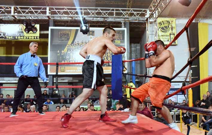 Miguel Correa perdió por KO en el 3º en Villa María pesando casi 70 kilos