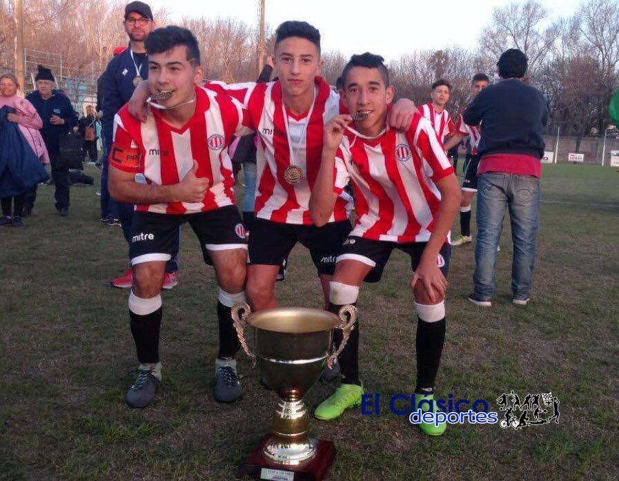 Manuel Guereta campeón con el selectivo rosarino sub 15 de fútbol