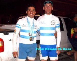 Envueltos en medallas llegaron los ciclistas