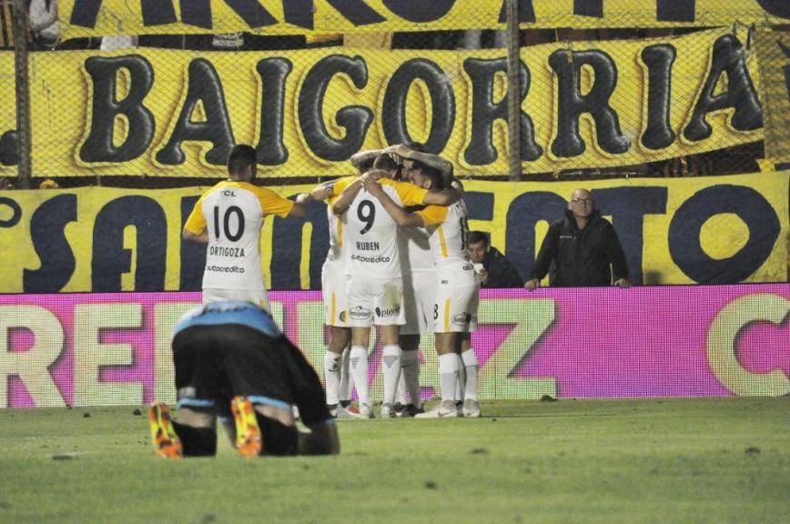 En este momento estás viendo Copa Argentina: Central derrotó por penales a Almagro y jugará el clásico con Newell's