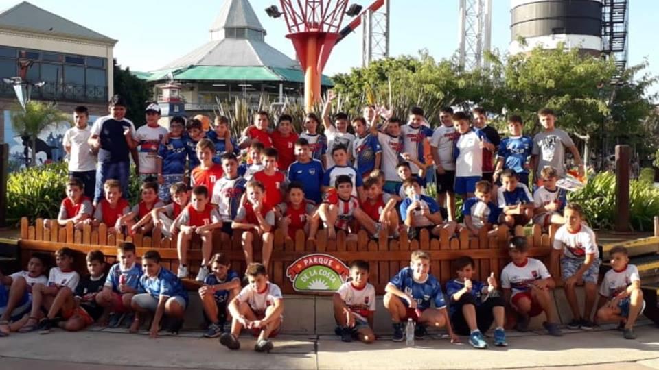 Liga Infantil de Fútbol: Está el fixture del torneo Apertura y viajaron los chicos al Parque de la Costa