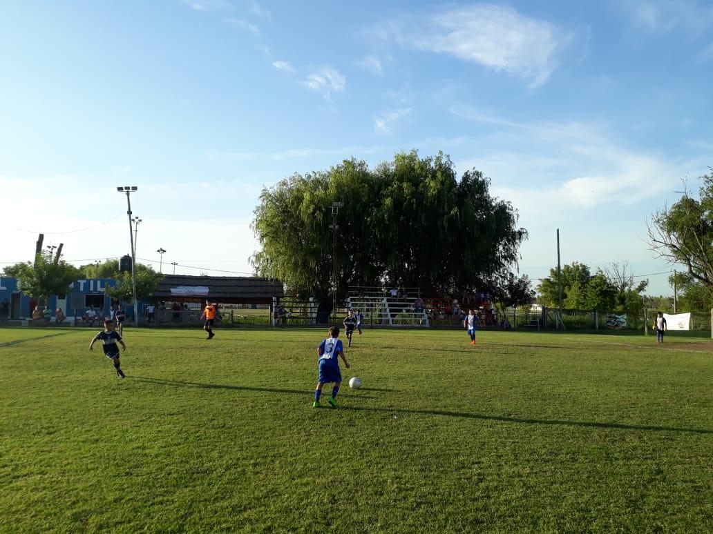 En este momento estás viendo Fútbol infantil: Se jugó semifinales del Torneo de Verano. ¡El sábado las finales!