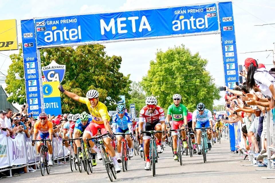 Nicolás Naranjo lidera la Vuelta al Uruguay