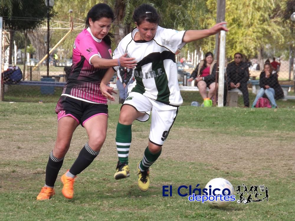 América y Las Palmeras treparon a la punta del Torneo de fútbol femenino