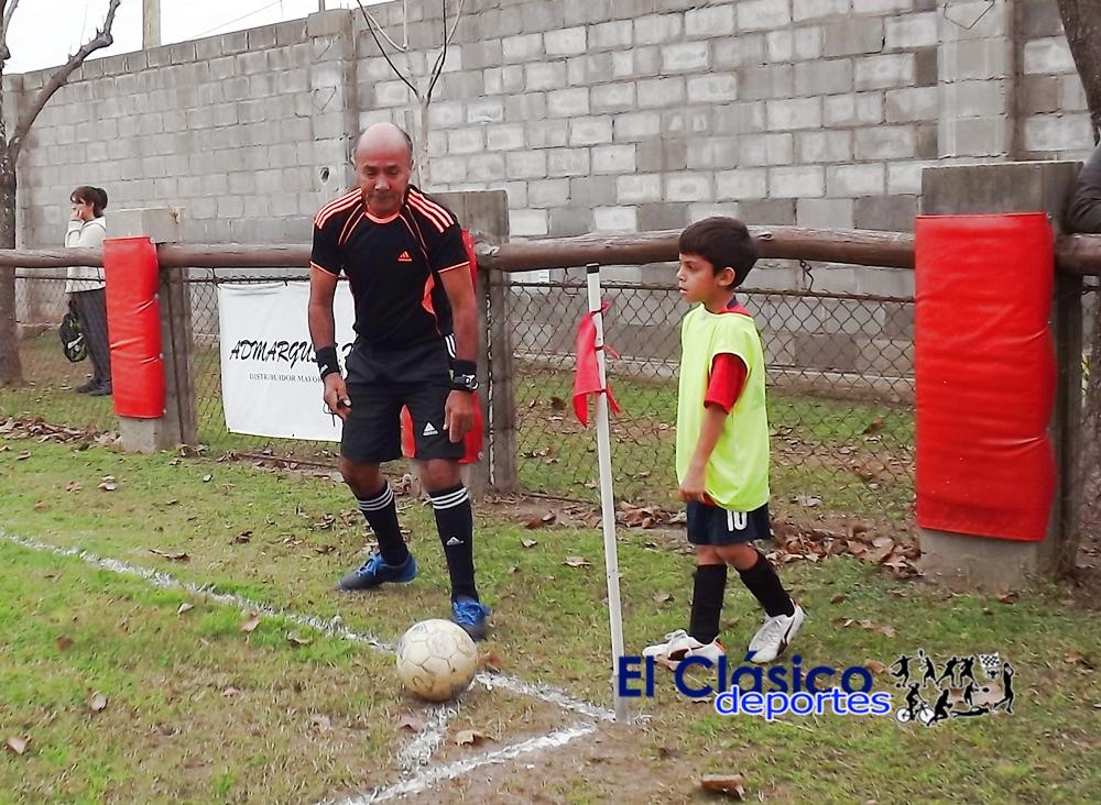 Árbitro de fútbol en el baby: También se puede hacer docencia..