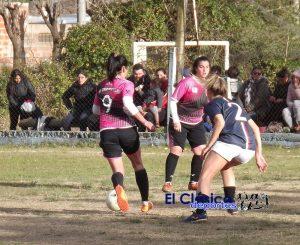 Fútbol femenino: ¡San Roque quedó como único puntero!