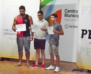 Los ternados a la «Perla Deportiva» recibieron su diploma