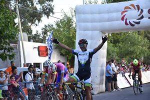 500 pedalistas en la Vuelta a San Juan, entre ellos Juan José Paz, quien tras dos etapas es líder!!