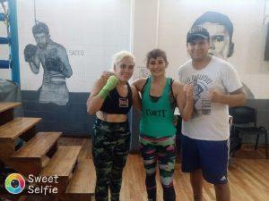 La sampedrina Brenda Pérez realizó sesión de guanteo con Marcela Acuña