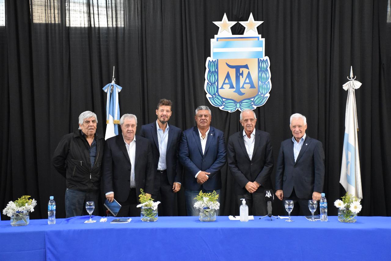 Con Tinelli como Presidente, quedó conformada la Liga Profesional de Fútbol