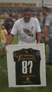 Reconocimiento a Carlos Guerrero por el ascenso al Nacional B