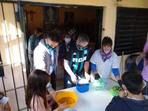 La Filial de Racing de San Pedro repartió viandas en 'Barrio Futuro'