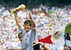 Lee más sobre el artículo El fútbol mundial de luto con la desaparición de Diego Maradona