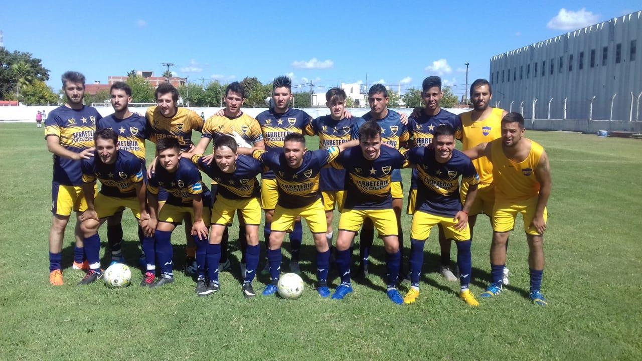 Fútbol local: El último campeón comenzó ganando