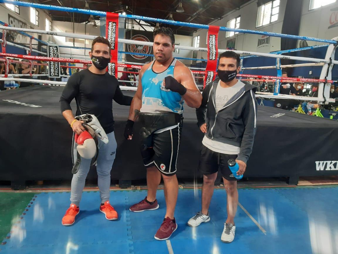 Espíndola hizo guantes con el cubano Lenier Pero en el gimnasio del «Chino» Maidana