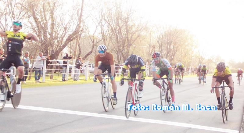 Lee más sobre el artículo Ciclismo en San Pedro: el podio fue para ciclistas locales